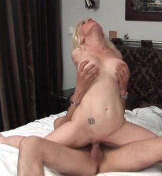 Caroline - Caroline, 39ans, folle de sodomie ! (2016) 1080p