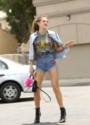 Bella Thorne por las calles de Los Angeles (15/6/16) 038ba6490014034
