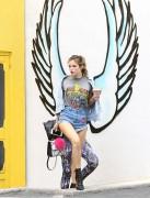 Bella Thorne por las calles de Los Angeles (15/6/16) 31ec3a490014643