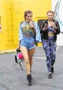 Bella Thorne por las calles de Los Angeles (15/6/16) 656aad490014689