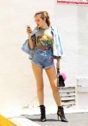Bella Thorne por las calles de Los Angeles (15/6/16) A5719f490014357