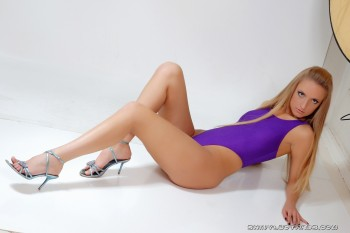 http://thumbnails115.imagebam.com/49091/452581490909102.jpg