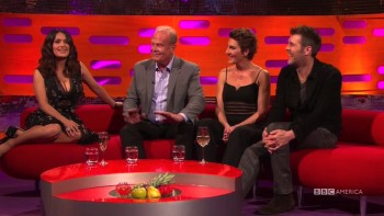SALMA HAYEK - CLEAVAGE - Graham Norton Show 2016