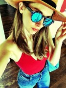 Alison Brie - 4th of July candid (via Twitter)