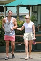 Margot Robbie - Shopping in Hawaii 7/13/16
