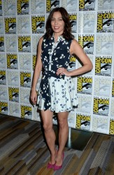 "Michaela Conlin at ""Bones"" press line at Comic-Con International in San Diego - 7-22-2016 x4"