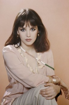 Isabelle Adjani: Simply Stunning: HQ x 1