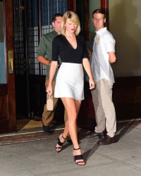 Taylor Swift - Leaving her apartment 9/7/16