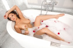 http://thumbnails115.imagebam.com/50594/d61f45505934436.jpg