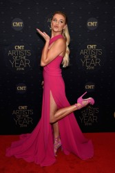 Kelsea Ballerini - CMT Artists of the Year 2016 10/19/16
