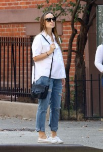 Olivia Wilde - Walking in Brooklyn, New York on October 19, 2016