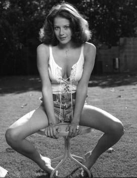 Debra Winger: Very Sexy B&W Photo: MQ x 1