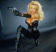 Не называй меня Малышкой / Barb Wire (Памела Андерсон, 1996)  Bdf9a4513490870