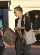Kate Hudson - Shopping in Malibu November 7, 2016