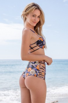 Bryana Holly - The Girl & the Water 2016